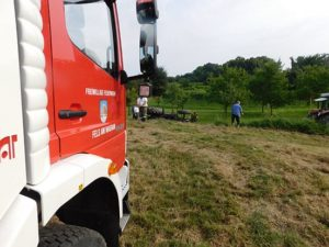 160727-t1-umgestuerzter-traktor-004