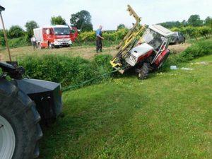 160727-t1-umgestuerzter-traktor-005